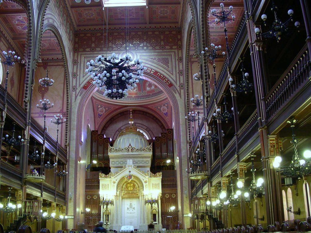 פנים בית הכנסת הגדול