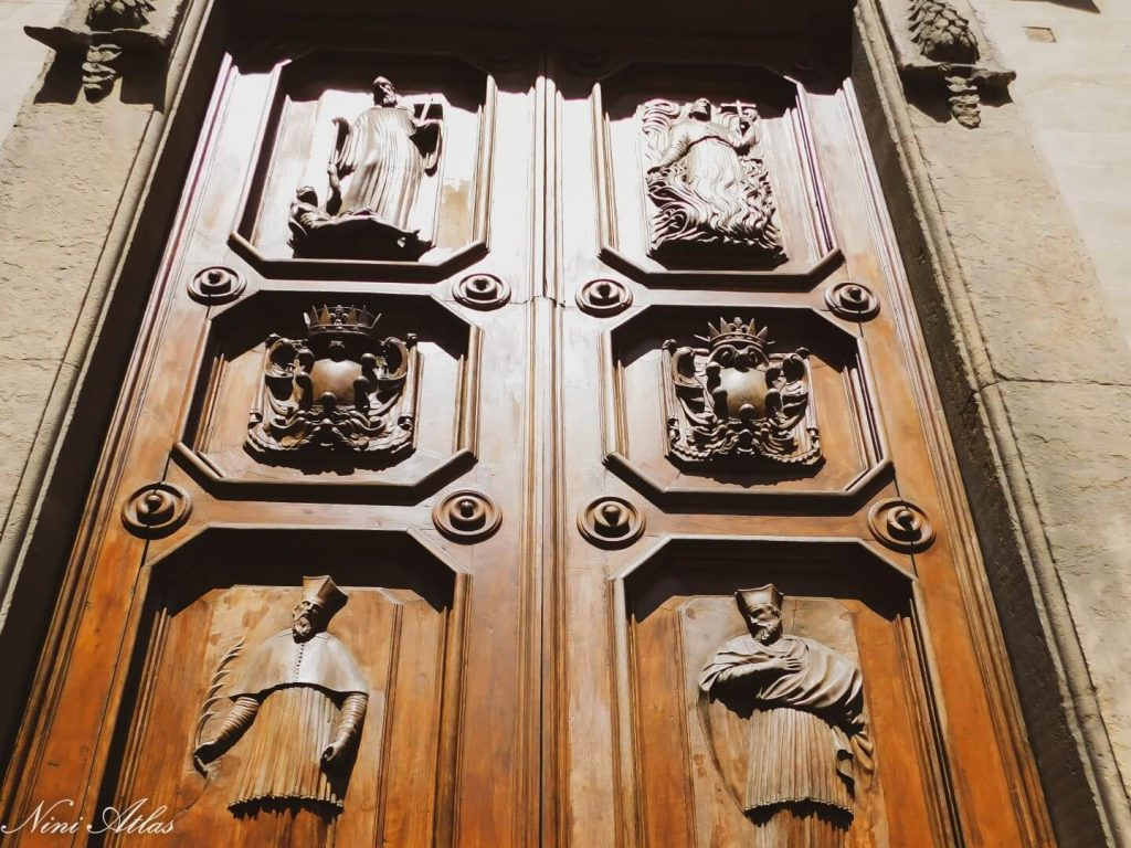 דלתות מגולפות