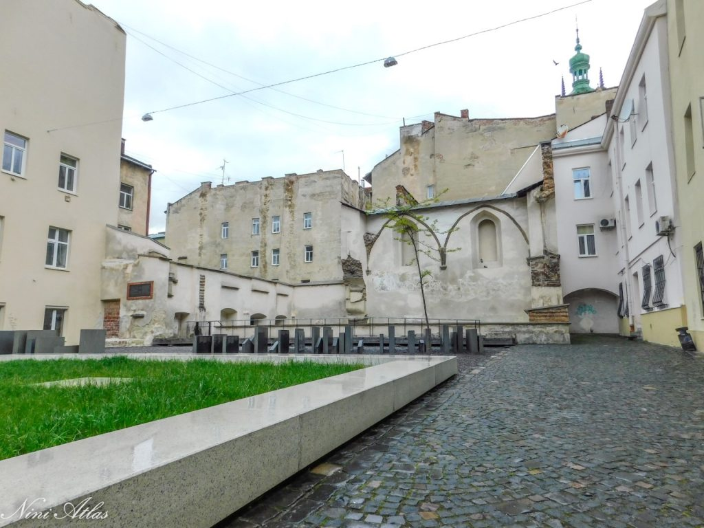LVIV בית הכנסת שושנת הזהב