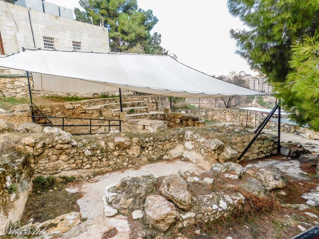כנסייה מהמאה הרביעית והחצר