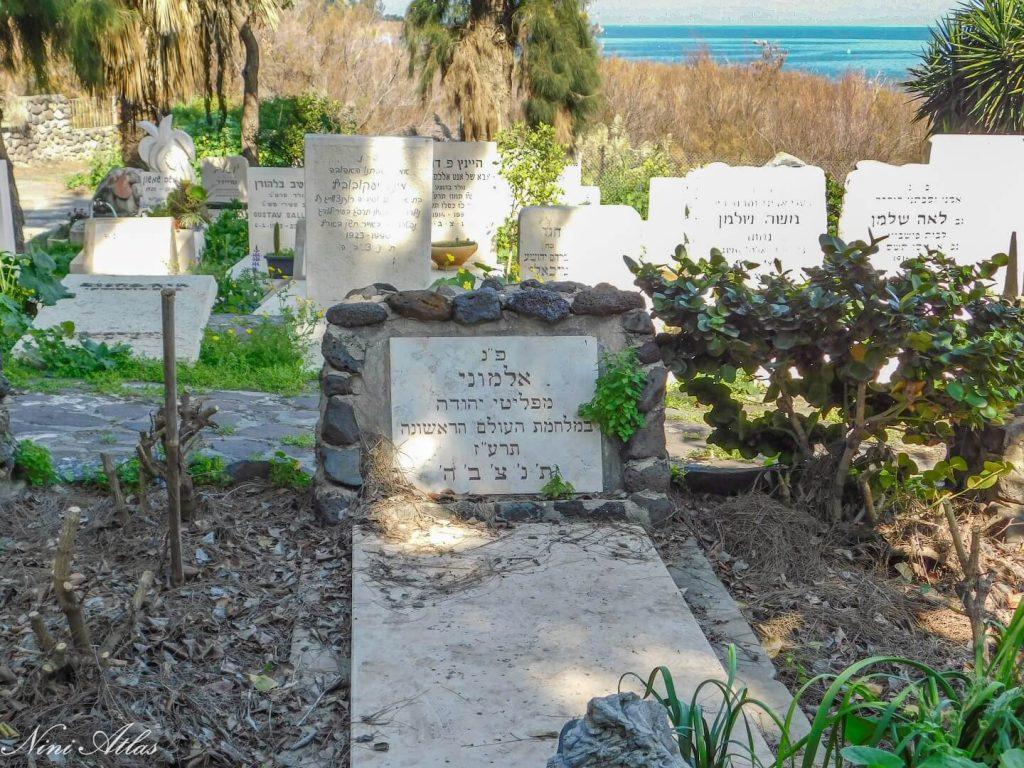 בית הקברות במושבה כנרת