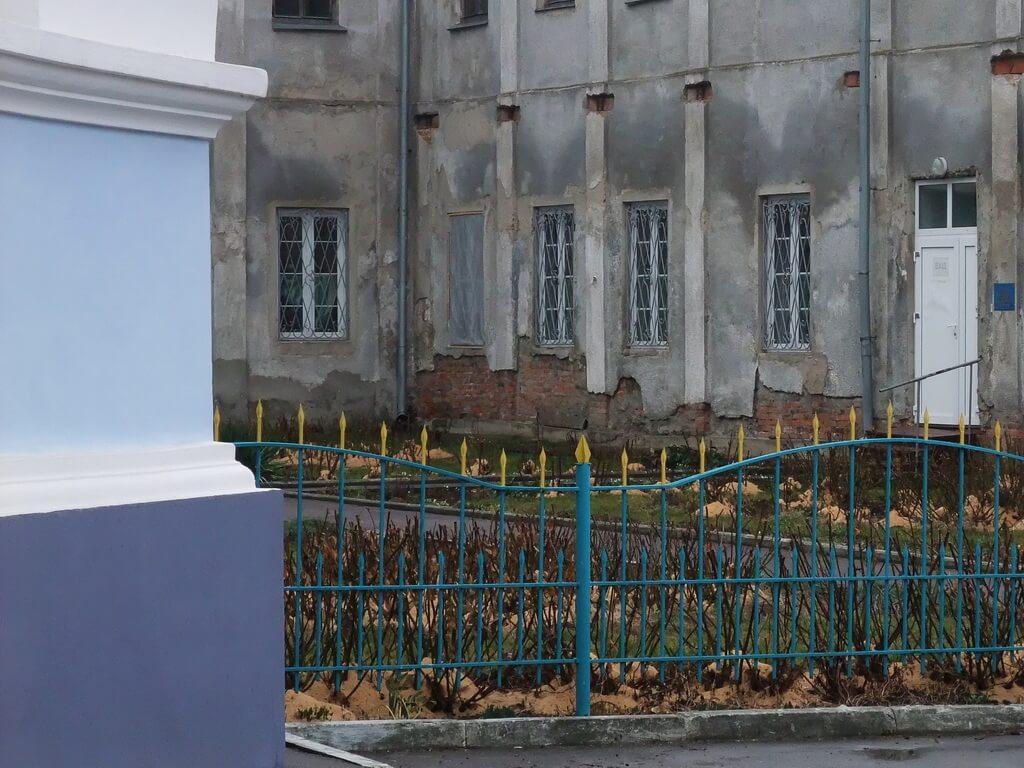 לצד פתח הכנסייה צילום:-יובל אטלס