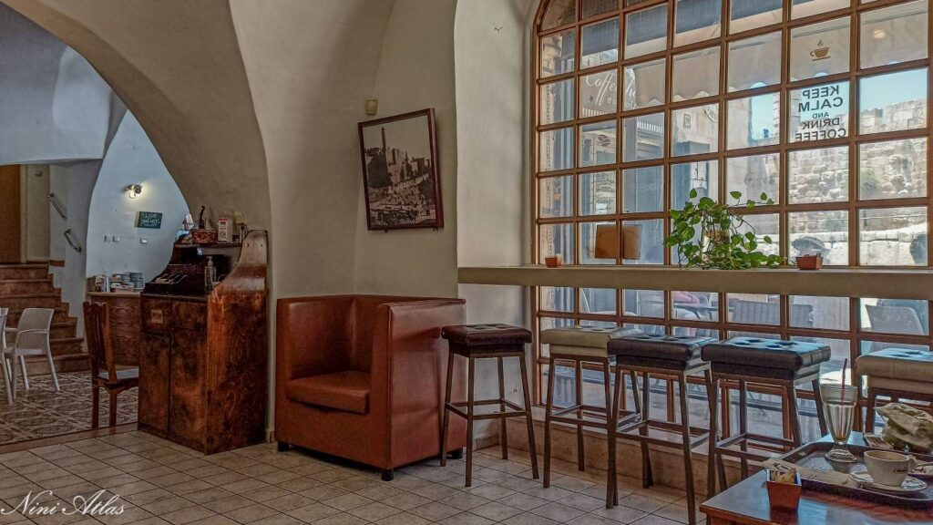 בית הקפה ליד כנסיית המשיח