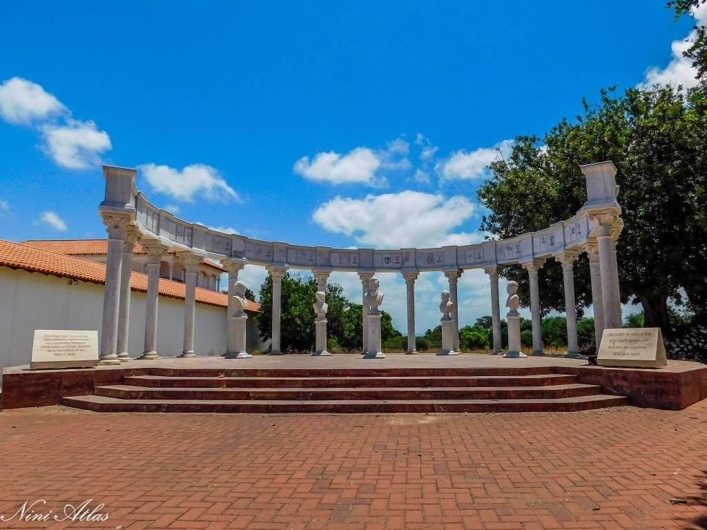 מבנה בסגנון יווני להנצחת מדינאים